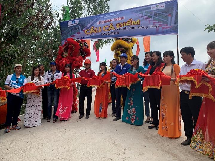 Phuc Khang Corporation & CLB Doanh Nhân Sài Gòn: BÀN GIAO CẦU GTNT CHO NGƯỜI DÂN ĐỒNG THÁP